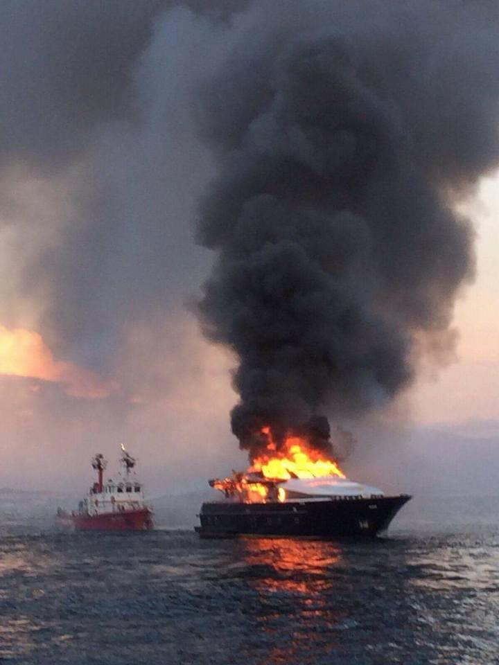Posillipo: Yacht di De Laurentiis a fuoco in mare, prima di Napo ...